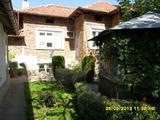 Напълно обзаведена едноетажна къща с гараж в село на 37 км от Велико Търново