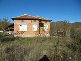 Еднофамилна къща с двор на 35 км от Хисаря