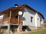 Новопостроена едноетажна къща с веранда в гр. Априлци