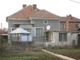 Едноетажна къща с двор край река Тунджа