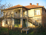 2-storey house with nice garden near the river Tundja