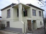 Двуетажна къща с голям двор на 20 км от гр. Елхово
