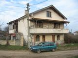 Двуетажна вила с двор на 8 км от Тополовград
