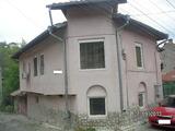 Двуетажна масивна къща с гараж в старата част на гр.Ловеч