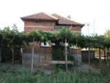 Еднофамилна къща с двор с гледка към река Тунджа
