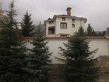 Луксозна триетажна къща с удобства край Пловдив