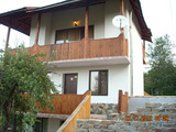 Триетажна вила и двор с малък басейн край Белоградчик