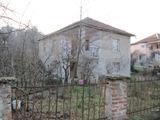 Селска къща с двор край Асеновград