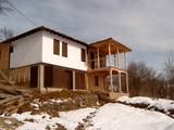 Масивна, новопостроена двуетажна къща в Еленския Балкан