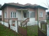 Еднофамилна къща с двор и лятна кухня на 5 км от Видин