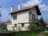 Масивна триетажна къща с двор, на 15 км от град Русе