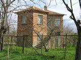 Двуетажна къща с двор близо до гр. Ямбол