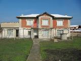 Двуетажна къща с поддържан двор край Асеновград