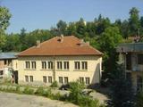Две масивни  сгради в парцел земя, на 24 км от гр. Велико Търново