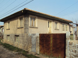 Селска къща за ремонт  на 18 км от Велико Търново