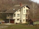 Триетажна вила с гараж на брега на река и на 32 км от Велико Търново