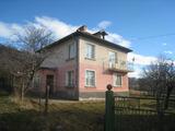 Стабилна селска къща с двор край спа курорт Вършец