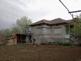 A great house located in a village near the main road Ruse – Sofia