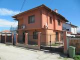 Стилна нова къща с двор и удобства на 5 км от Пловдив