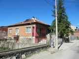 Ремонтирана къща с двор край Пловдив