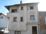 Масивна къща в планината с лесен достъп до София