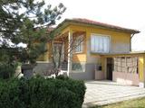 Селска къща с хубав поддържан двор на 45 км от Пловдив