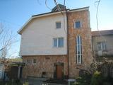 Къща с двор, гараж, лятна кухня и заведение с магазин на 20 км от София