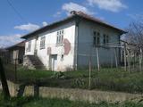 Стара селска къща с двор и стопански постройки