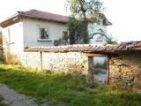 Планинска къща с гараж в село на 11 км от гр. Габрово