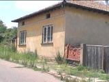 Здрава тухлена къща в село на 35 км от гр. Велико Търново