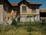 Тухлена двуетажна къща в село на 10 км от Велико Търново