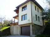 Триетажна къща с двор и живописна локация в Родопите