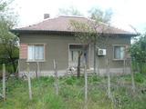 Къща, вила и лятна кухня на границата със Сърбия