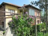 Селска къща с голяма градина на 3 км от река Марица