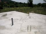 Парцел с изградени основи