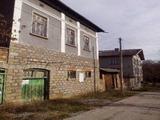 Няколко имота в общ двор,  в село на 9 км от гр. Троян