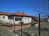 House with garden in mountain village near Borovets