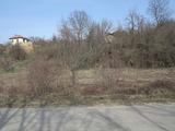 Голям парцел земя с три стари къщи, само на 9 км от Дряново