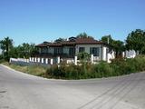 Комплекс от три къщи