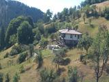 Две еднофамилни панорамни къщи в полите на Родопите