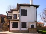 Реновирана и напълно обзаведена къща в село на 18 км от Велико Търново