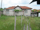 Еднофамилна къща с двор в полите на Родопите