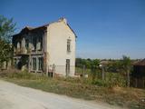 Къща с голям двор на 60 км от г. Враца