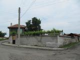 Двуетажна къща в хубаво развито село