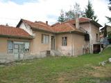 Жилищна сграда и магазин в курортно селище Баня