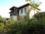 Двуетажен имот в Предбалканско село на 32 км. от Велико Търново