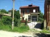 Двуетажна къща с двор и гараж в центъра на гр. Горна Оряховица