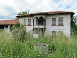 Двухэтажный дом с двором в 15 км от Хисаря
