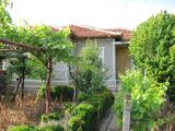 Къща с двор в хубаво село на 50 км от г. Пловдив