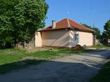 Едноетажна къща в село Падина